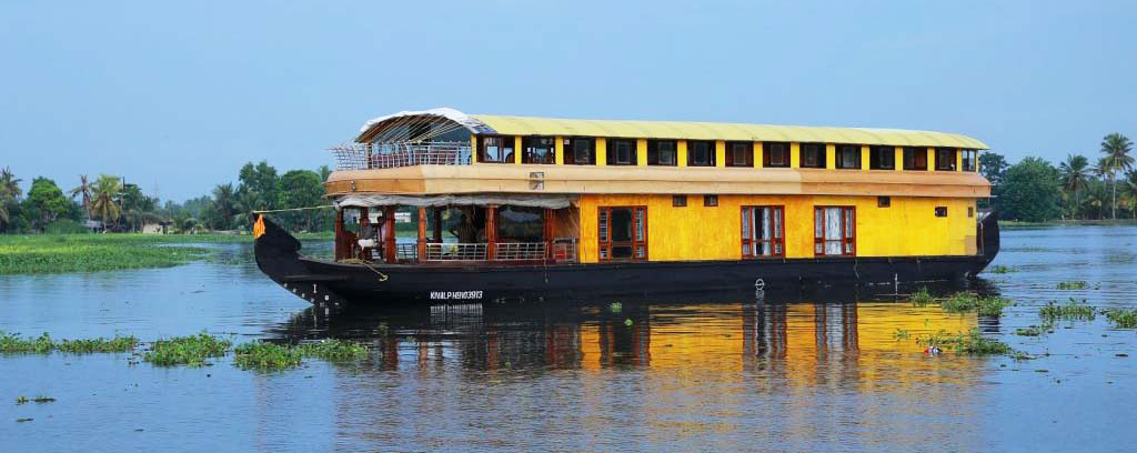 6 Bed Deluxe Houseboat Coco House Boats
